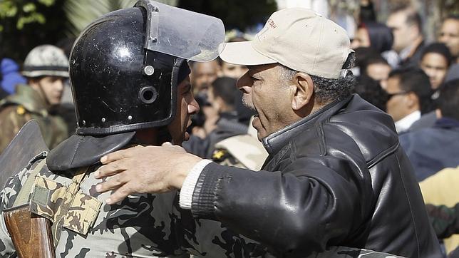 Al menos un muerto y 53 heridos durante las protestas en Egipto