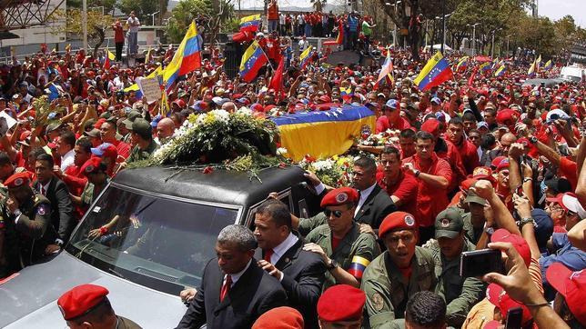 Directo: El féretro ya está en la academia militar de Caracas