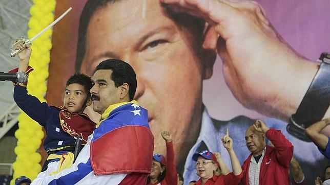 Maduro imita mal a Chávez