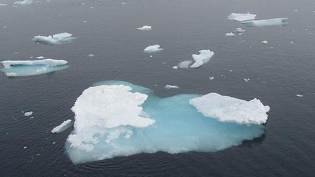 El hielo marino de la Antártida se expande mientras que el del Ártico se reduce