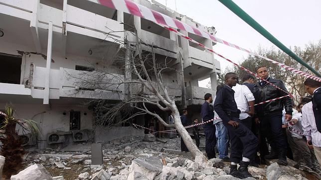 Dos heridos por un coche bomba junto a la Embajada de Francia en Trípoli