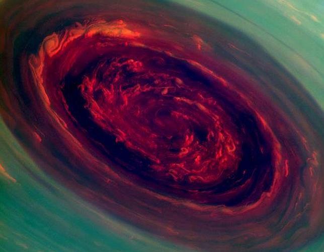 La Cassini capta un huracán gigante en Saturno