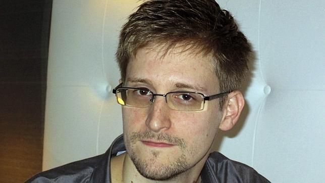 El Kremlin estudiaría una solicitud de asilo del estadounidense Snowden