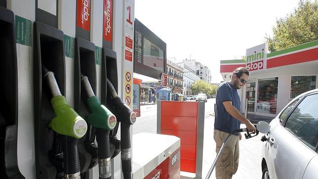 Diez consejos para ahorrar gasolina cuando viajes este verano