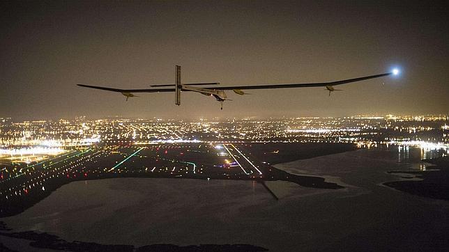 El avión Solar Impulse llega a Nueva York y completa su travesía por Estados Unidos