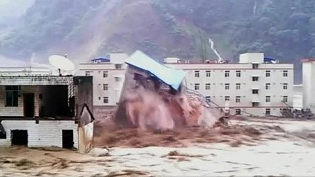 Sepultadas entre 30 y 40 personas por un desprendimiento de tierra en Sichuan