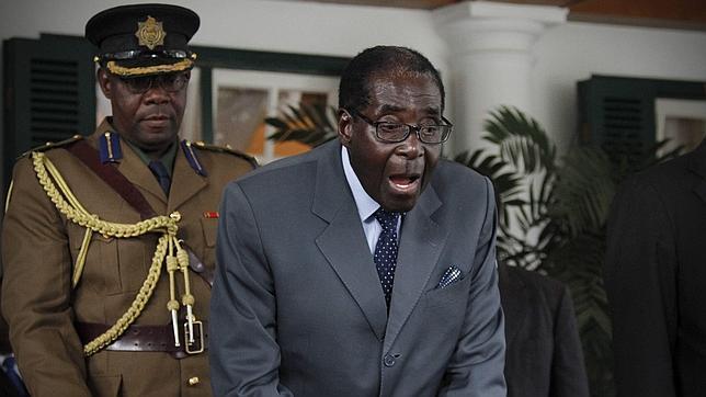 El dictador Mugabe, dispuesto a ganar las elecciones de hoy por todos los medios