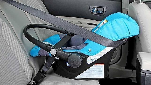 Una sentencia de divorcio obliga a tener la sillita adecuada para recoger al niño en coche