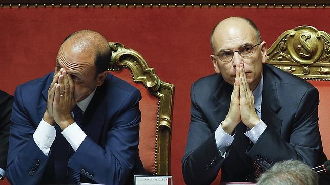 Censura casi unánime al último «gesto loco» de un Berlusconi que pierde fuelle