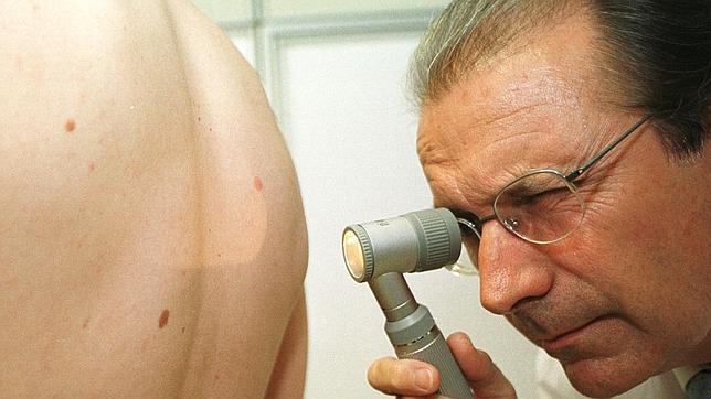 Los europeos tienen la piel clara por una mutación genética de hace 50 mil años