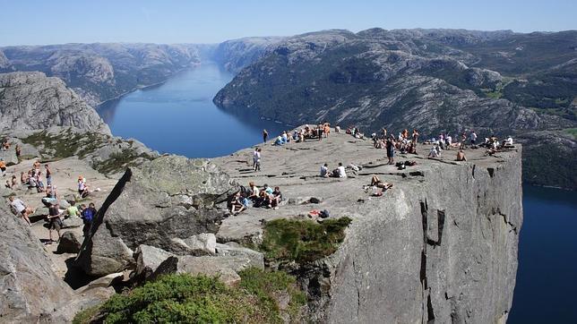 Así es El Púlpito, el mirador más vertiginoso de los fiordos noruegos