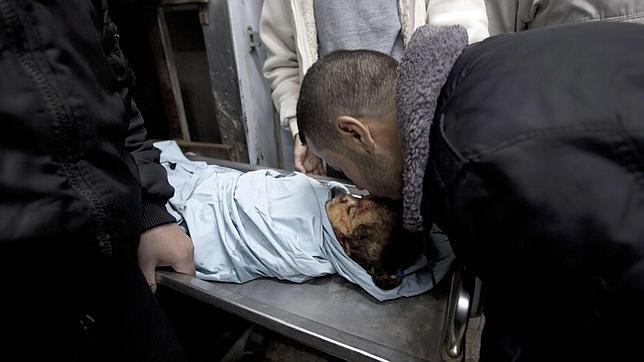 Un bombardeo israelí contra bases de Hamás mata a una niña palestina