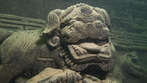 Un detalle de la antigua ciudad sumergida en el lago Quiandao