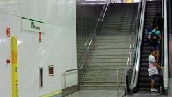 Acceso Escaleras mecánicas solo para subir en estaciones FGV