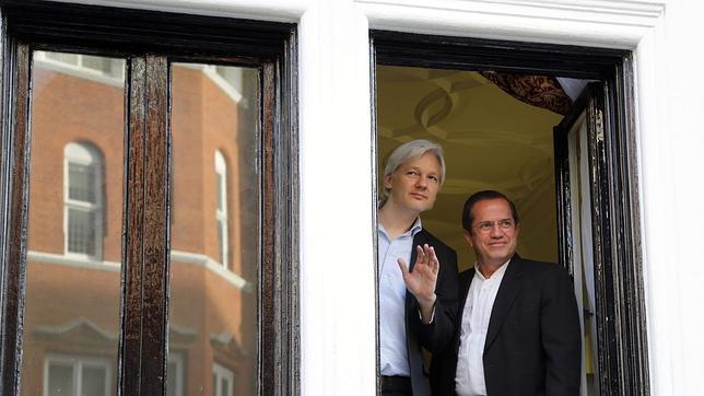 Assange, dos años de refugio en la embajada de Ecuador en Londres