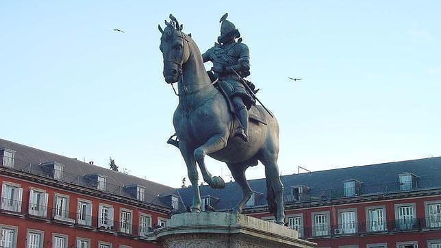 ¿Por qué estaba llena de huesos la estatua ecuestre de la Plaza Mayor?