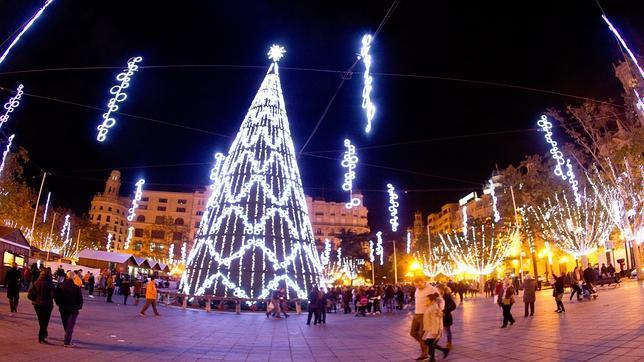 La plaza del Ayuntamiento de Valencia inaugura las luces