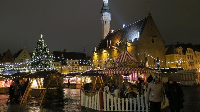 El árbol de la Navidad en el centro de la Plaza del Ayuntamiento