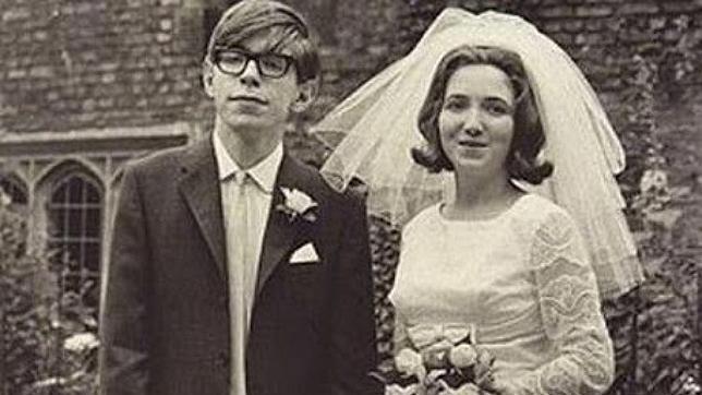 Stephen Hawking recupera la amistad con su primera mujer