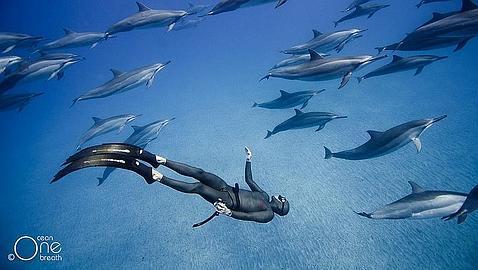 """Qué pasa durante 4' 30"""" sin respirar a 100 metros bajo el mar"""