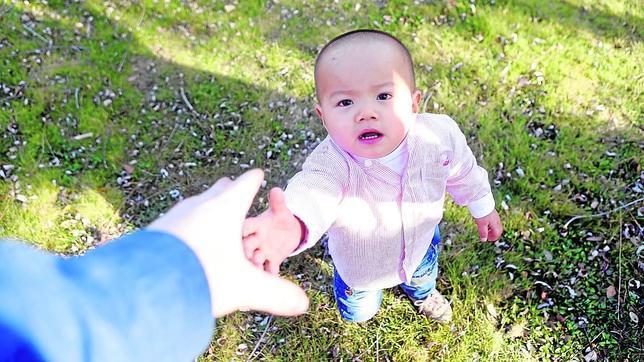 «En la adopción internacional ya no hay niños sanos y perfectos»