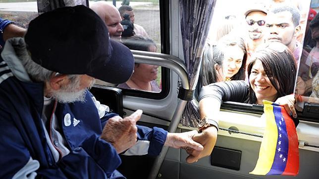 Fidel Castro reaparece tras más de un año sin dejarse ver en público