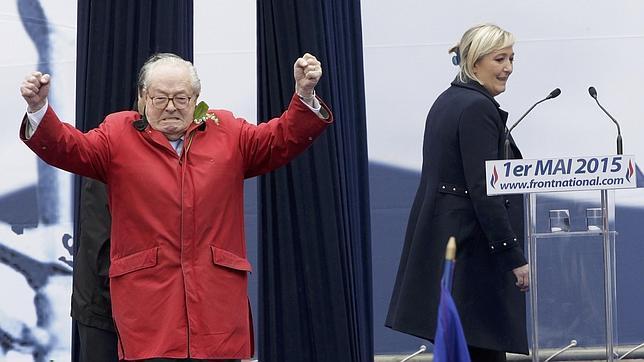 Jean-Marie Le Pen, tras su exclusión del FN: «Me da vergüenza que Marine lleve mi apellido»