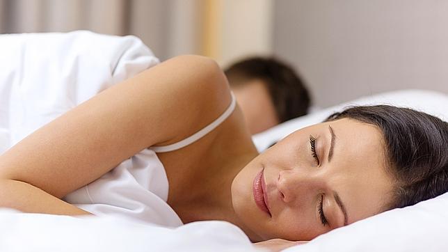 Los prejuicios raciales y de género pueden eliminarse durante el sueño