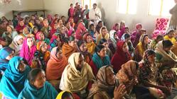 Mujeres analfabetas de dos aldeas de la India aprendieron a leer y escribir su lengua materna Hindi durante seis meses