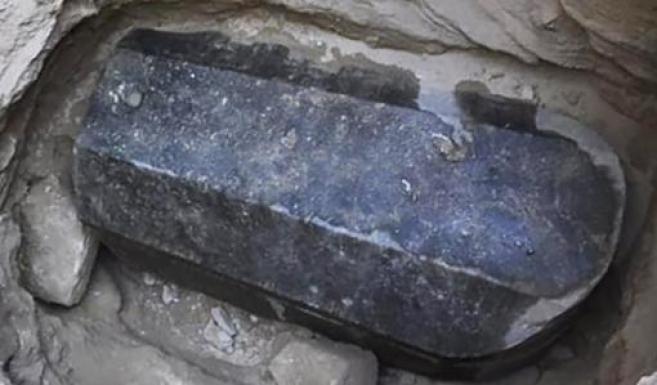 ¿Bebería usted el líquido de esta tumba maldita?