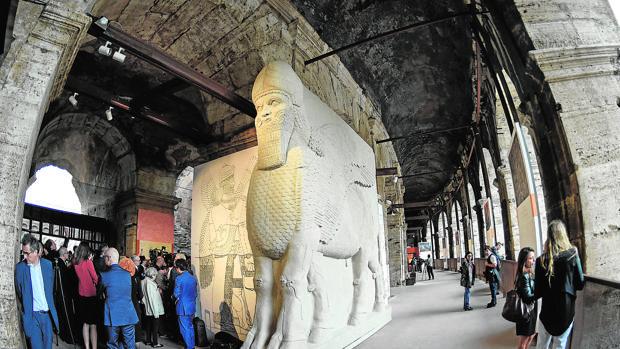 El toro androcéfalo de Nimrud, de cinco metros, decoraba la fachada externa de la sala del trono del Palacio Noroeste del rey Assurnasirpal II