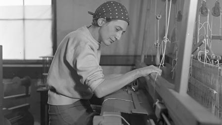 Anni Albers en su estudio del Black Mountain College, 1937