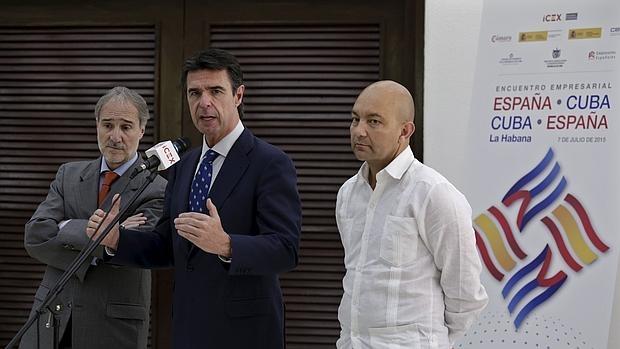 El ministro de Industria, José Manuel Soria, y el secretario de Estado de Comercio, Jaime García-Legaz, en su última visita a La Habana en noviembre