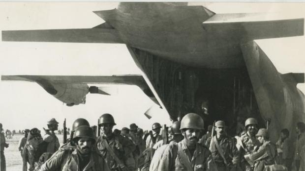 Militares marroquíes se incorporan a la Marcha Verde, tras ser transportados en avión