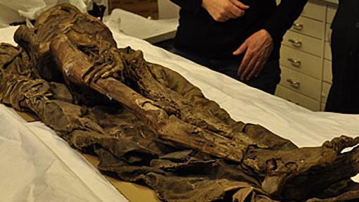 Autopsia a una momia canaria