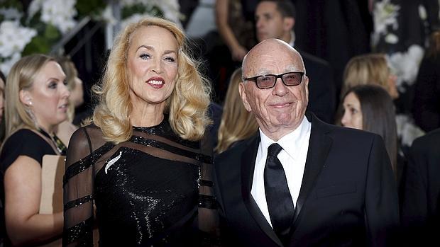 Jerry Hall y Rupert Murdoch en la gala de los Globos de Oro