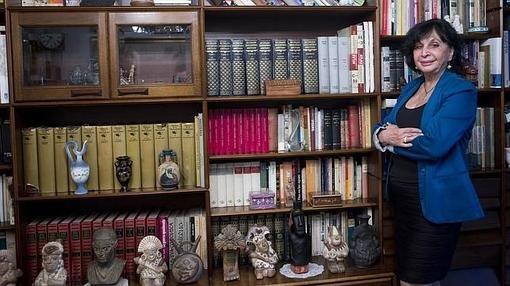 La historiadora, en su domicilio madrileño