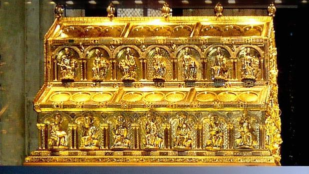 Relicario en el que se encuentran los restos de los Reyes Magos