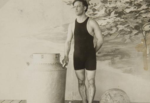 Houdini, durante uno de sus trucos más famosos