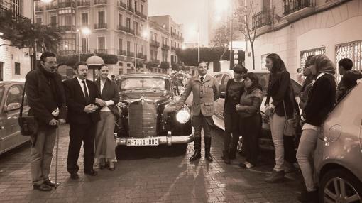 Recreaciones teatrales ambientando la época de Enrique Nieto con Juanjo Florensa, José Oña, Carolina Soler y Ramón Bugallo en la calle Jose Antonio Primo de Rivera