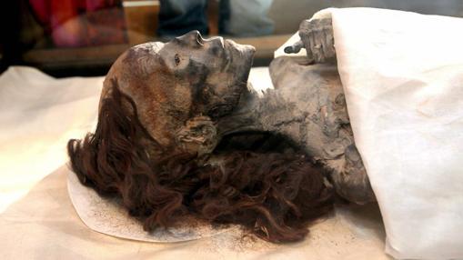 Momia de la Reina Tiye, madre delfaraón Akenatón y abuela de Tutankamón