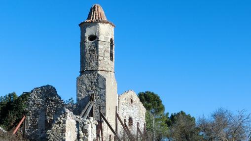 Estanque e iglesia de La Musara