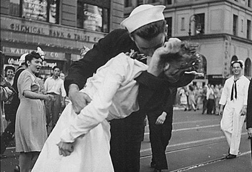 El beso que finalizó la IIGM