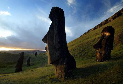 Vista de las estatuas moái en la Isla de Pascua, Chile