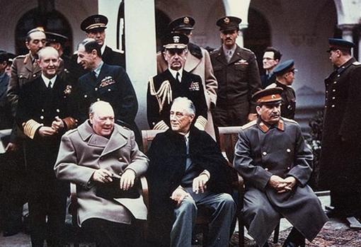 Winston Churchill, Franklin D. Roosevelt y Iósif Stalin en Yalta, febrero de 1945
