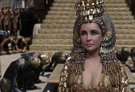 Liz Taylor, en su papel de Cleopatra