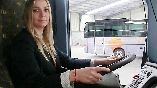 Resultado de imagen de trabaja de conductora de autobus