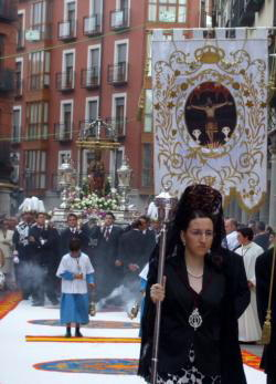 Consuegra con la patrona de Valladolid, la Virgen de la Blanca
