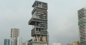Antilia Mumbai Worth More Than 1 Billion The 27 Y Tower Pictured Was Built By Businessman Mukesh Ambani For His Family And Comprises Three