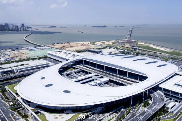 An aerial shot of a terminal leading to the world's longest bridge from China to Hong Kong.